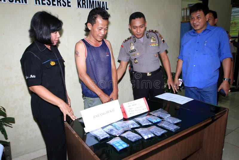 Trafficante di droga arrestato polizia fotografia stock libera da diritti