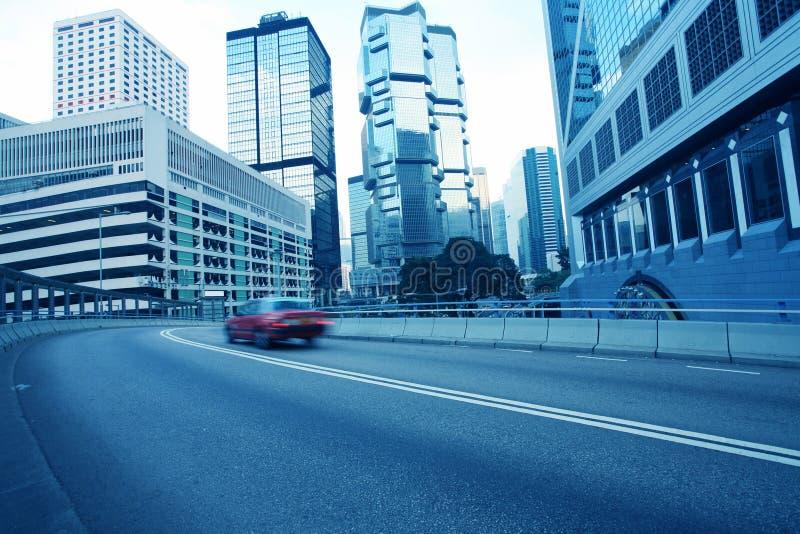 Traffice attraverso in città immagine stock libera da diritti