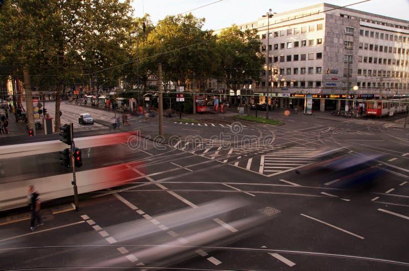 Traffice op barbarossa-Vierkant in Keulen, Duitsland stock afbeeldingen