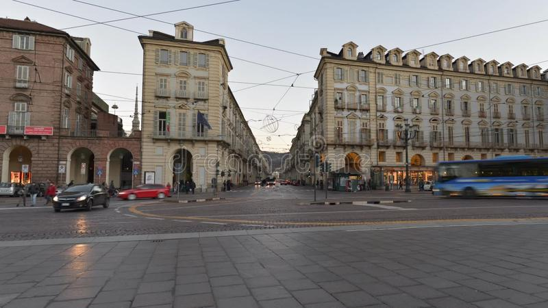 Traffichi nel centro di Torino, Italia, il 16 gennaio 2016 - video di Timelapse video d archivio
