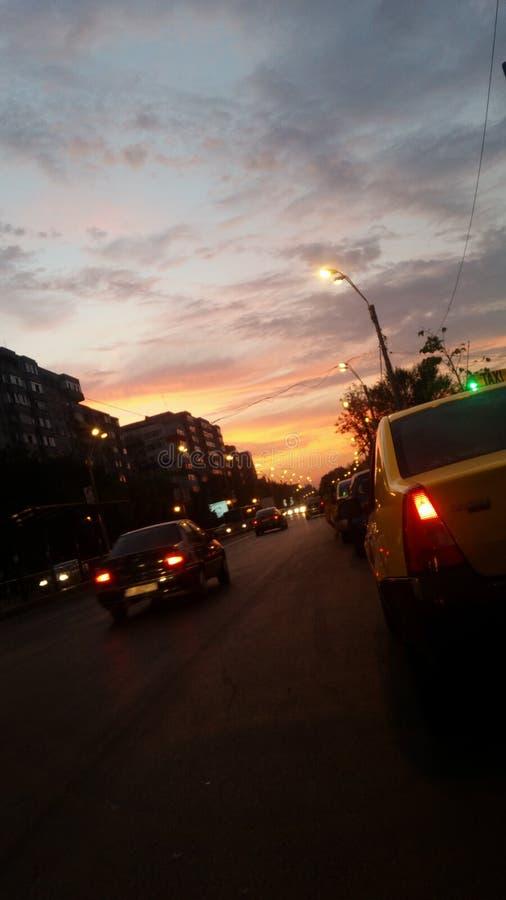 Traffico al tramonto fotografie stock