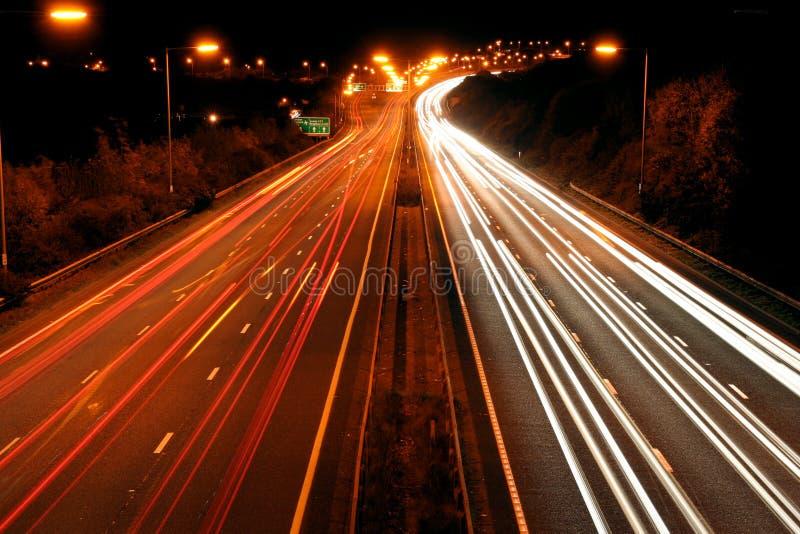 Traffico alla notte fotografia stock