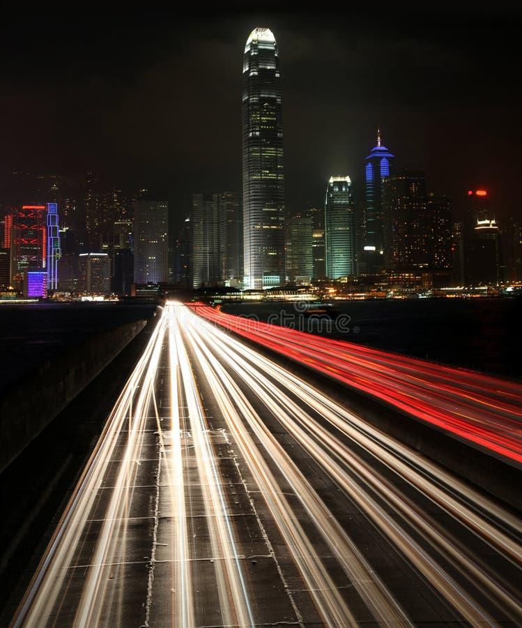 Traffico alla notte in città urbana immagini stock