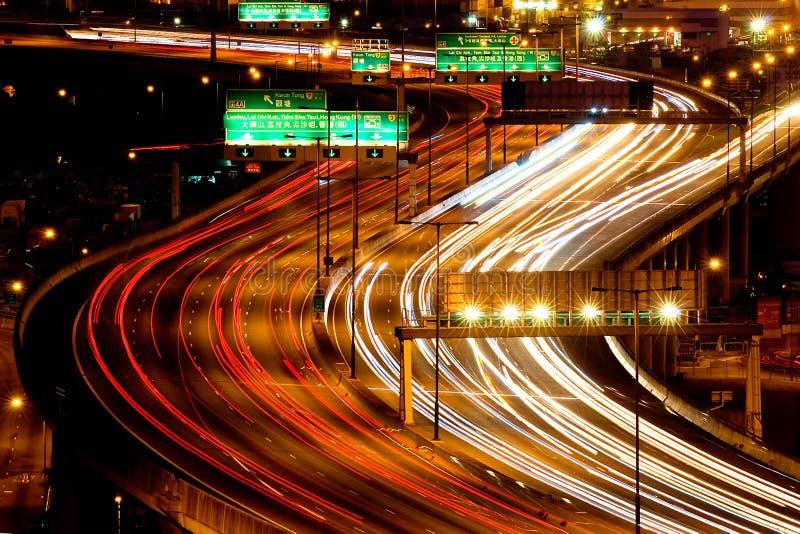 Traffico della strada principale di sera fotografie stock libere da diritti