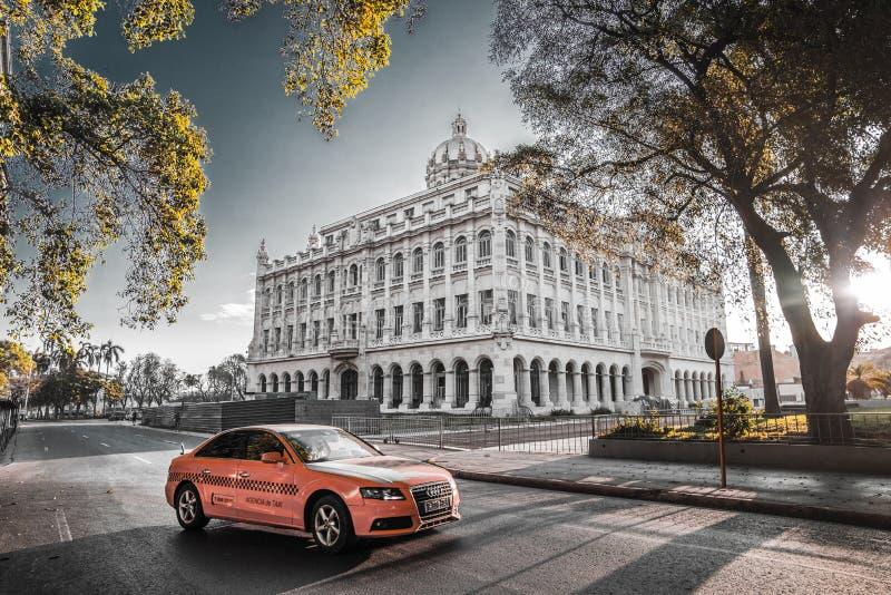 Traffico della via di Cuba Havana Old City Audi Cars Florida immagini stock libere da diritti