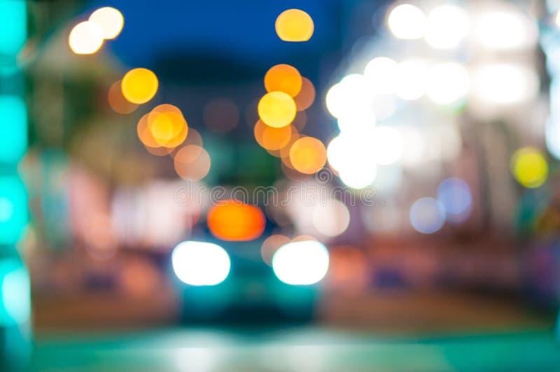 Traffico di automobile alla notte Movimento della sfuocatura immagine stock libera da diritti
