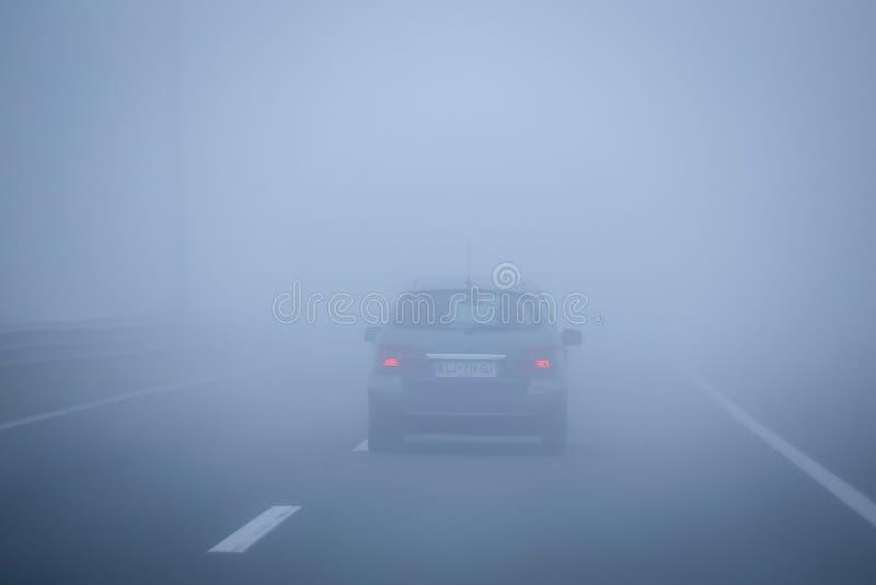 Traffico di nebbia fotografie stock
