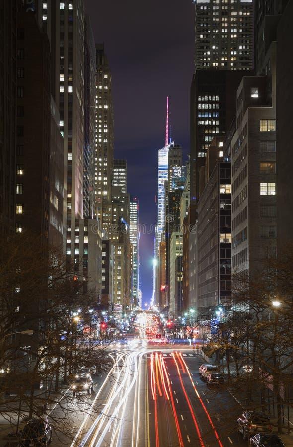 Traffico di new york city alla notte fotografia stock for Foto new york notte