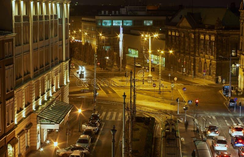 Traffico di notte in città immagine stock