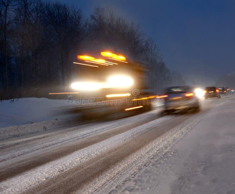 Traffico di sera di inverno immagini stock libere da diritti