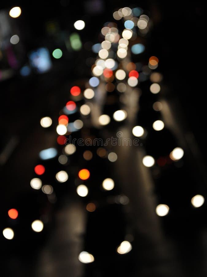 Traffico di sera su una strada congestionata fotografia stock