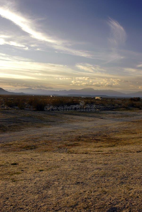 Traffico distante del deserto fotografie stock