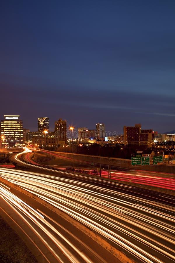 Traffico e orizzonte di Atlanta fotografia stock libera da diritti