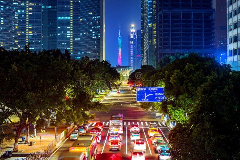 Traffico e paesaggio urbano alla notte in Canton, Cina immagine stock libera da diritti