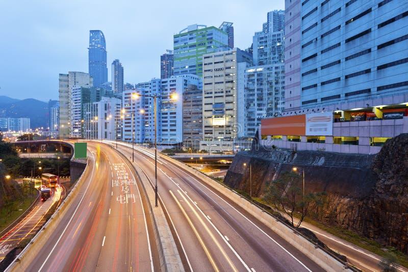 Traffico a Hong Kong alla notte fotografie stock