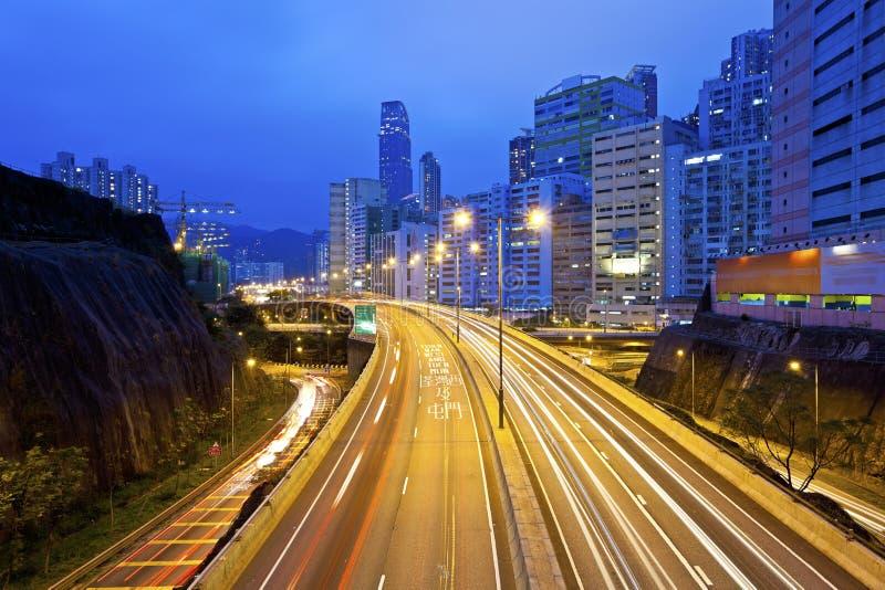 Traffico a Hong Kong del centro alla notte immagine stock libera da diritti