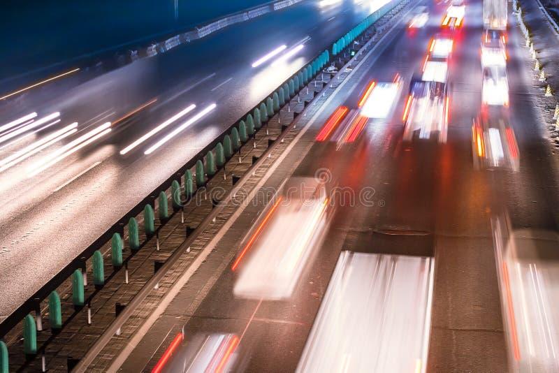 Traffico occupato di notte fotografia stock libera da diritti