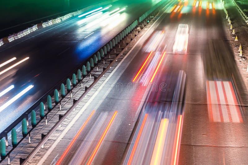 Traffico occupato di notte fotografia stock