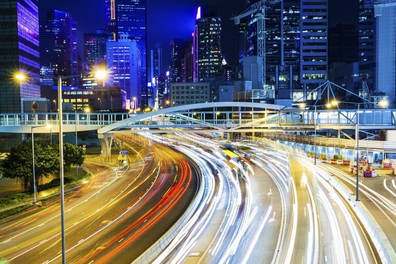 Traffico occupato a Hong Kong alla notte fotografia stock libera da diritti