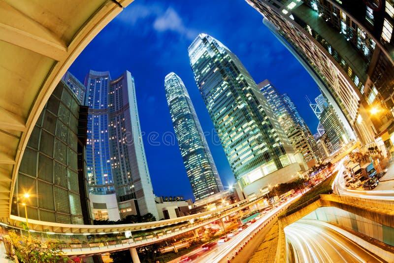 Traffico occupato a Hong Kong alla notte fotografie stock libere da diritti