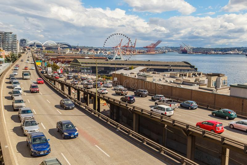 Traffico sul modo d'Alasca a Seattle, Washington, U.S.A. fotografia stock libera da diritti