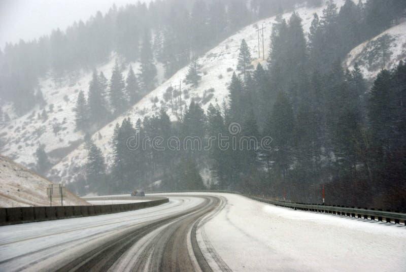 Traffico sulla strada ghiacciata immagini stock libere da diritti