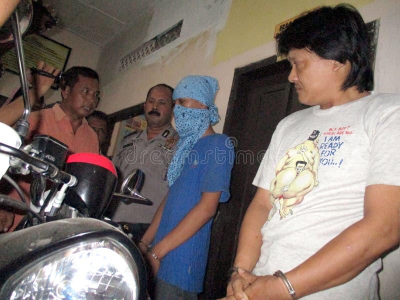 Traficante arrestado policía imagen de archivo