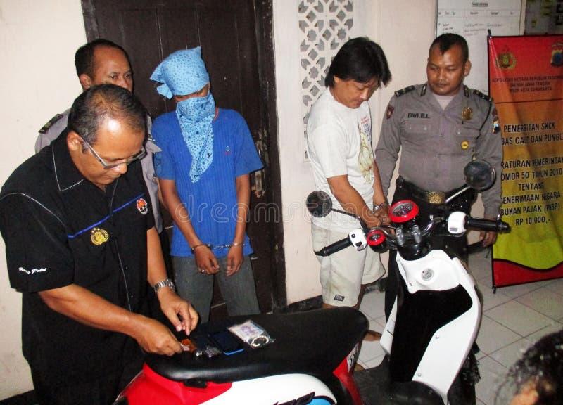 Traficante arrestado policía fotos de archivo