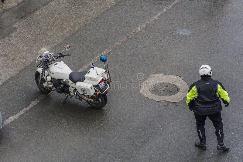Trafik för gata för hellensk polisrättsskipning aranging i Thessaloniki, Grekland royaltyfri foto
