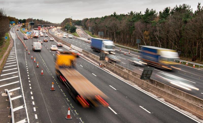 Trafik för Motorway M6, England arkivbilder