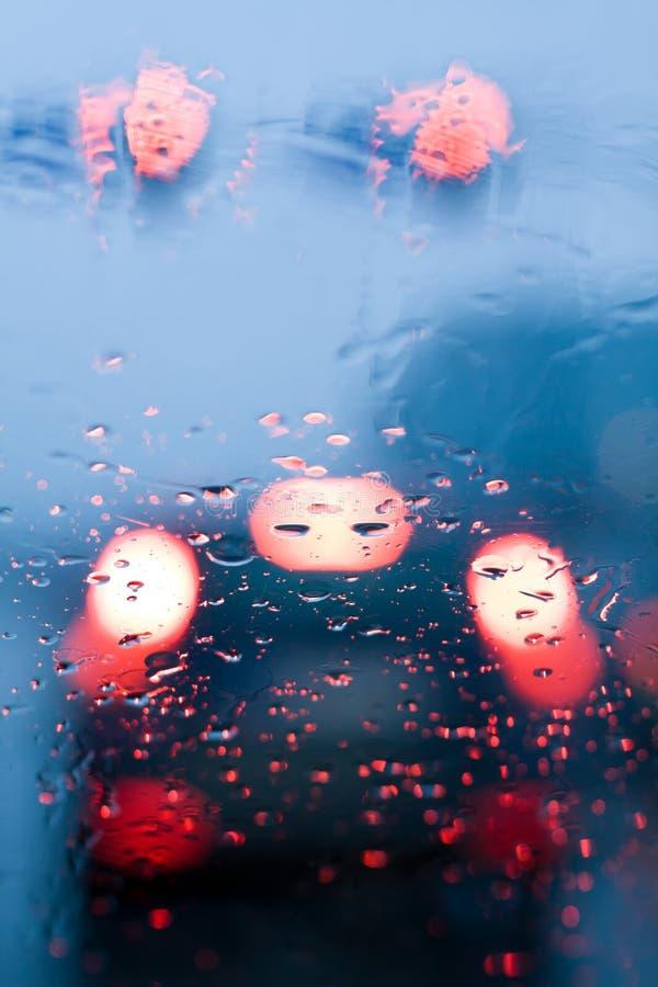 trafik för regn för driftstopp för bilkörning royaltyfri bild
