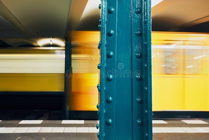 Trafik i gångtunnel royaltyfria foton