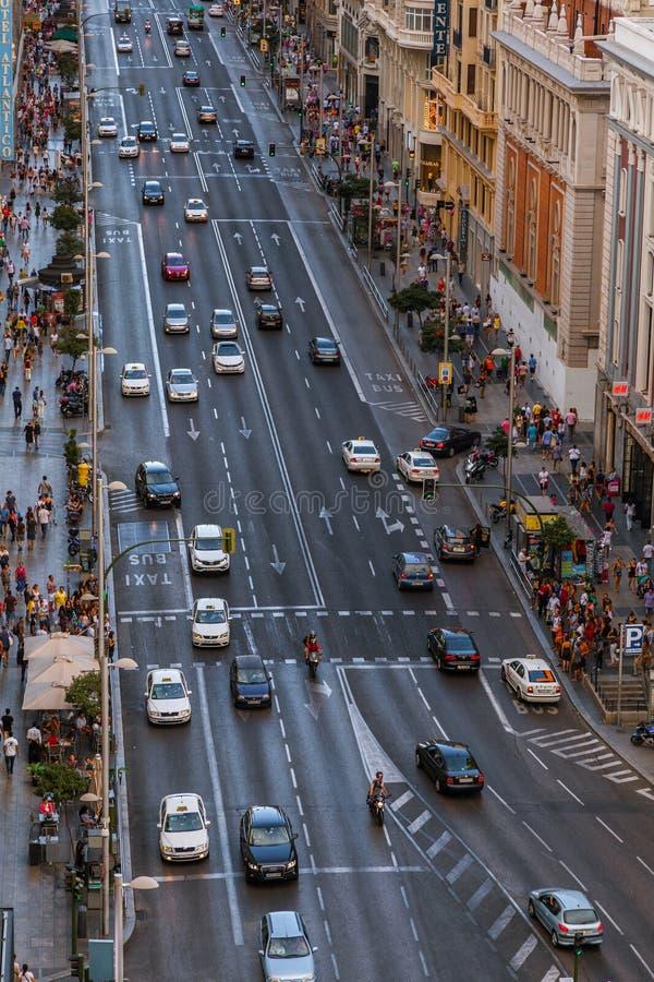 Trafik i Gran via gatan, Madrid royaltyfria bilder