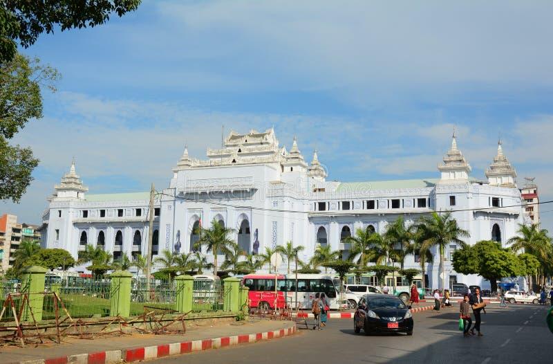 Trafik i i stadens centrum Yangon, Myanmar royaltyfria foton