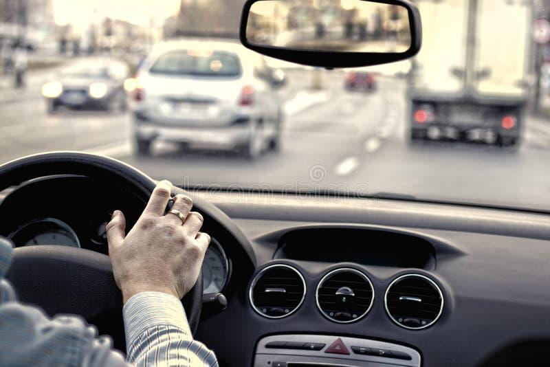Trafik i staden royaltyfria bilder