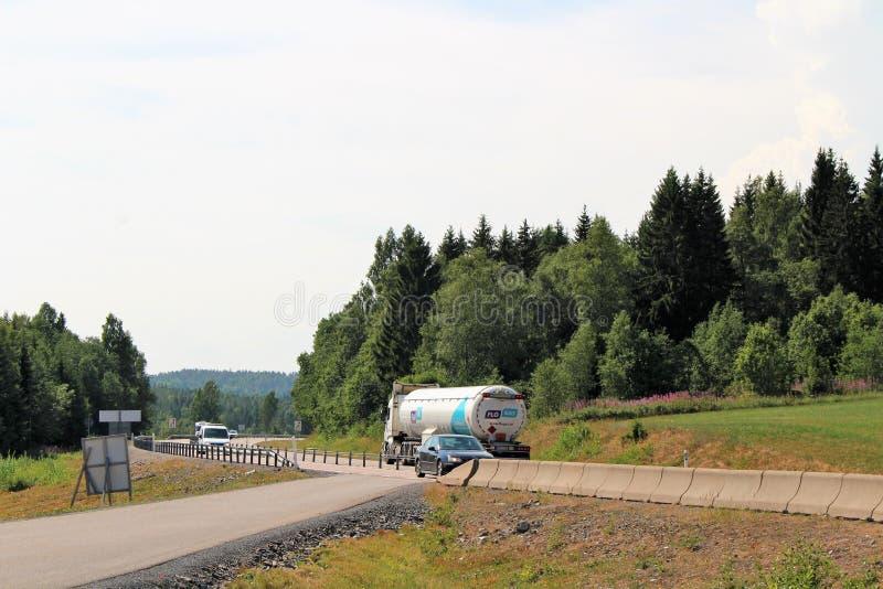 Trafik på E4en i Ã-… ngermanland arkivbild