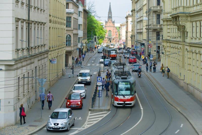 Trafik på den Husova gatan brno tjeckrepublik royaltyfri fotografi