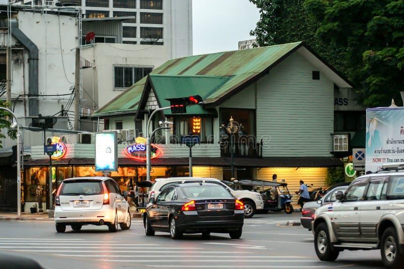 Trafik på gatorna i Phuket Resa runt Asien Stadens stadsområde fotografering för bildbyråer