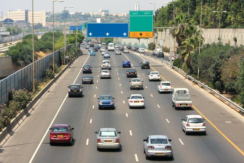 Motorvägen trafikerar. Tel Aviv Israel. fotografering för bildbyråer