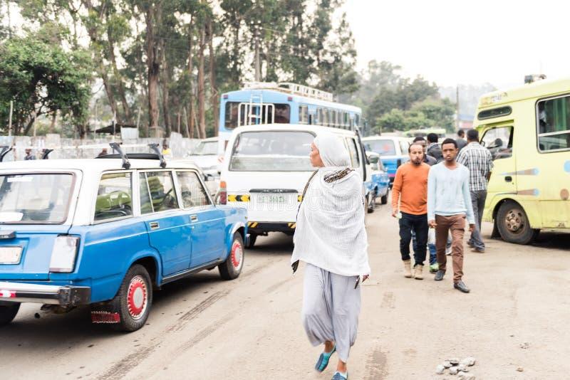 Trafikera i gatan av Addis Ababa, Etiopien royaltyfria foton