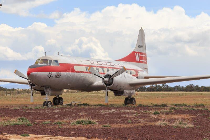 Trafikflygplan för passagerare för tappningConvair 240 västra flygbolag arkivbilder