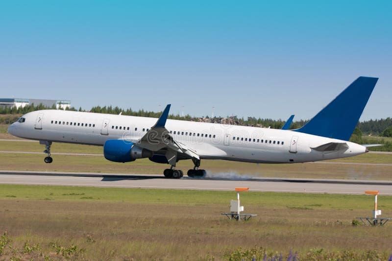 trafikflygplanlandning royaltyfria foton