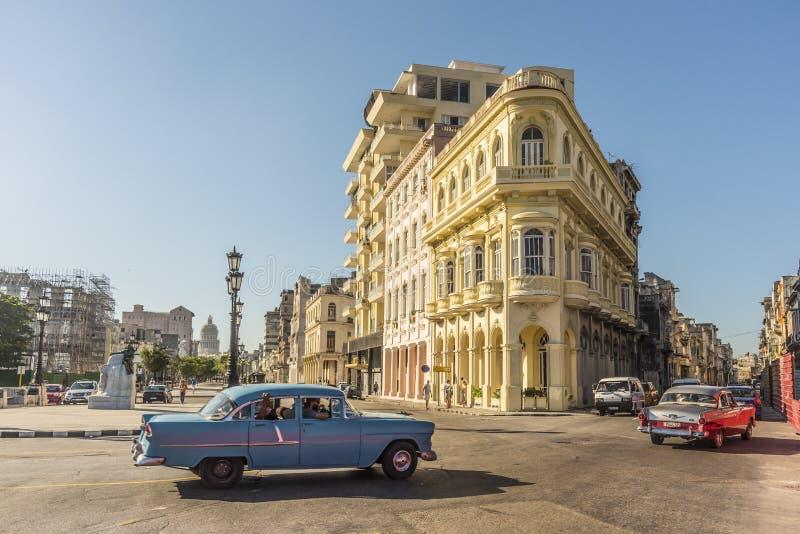 Trafikhörn av Prado och San Lazaro Havana royaltyfria foton