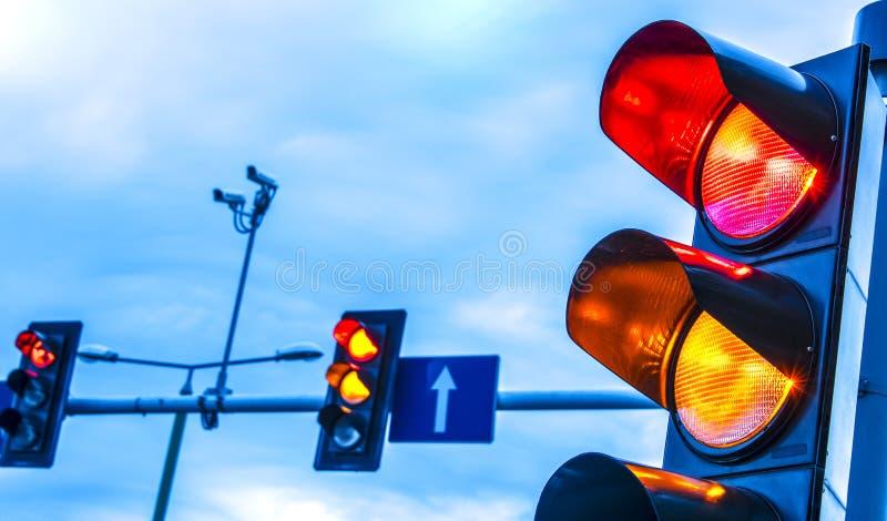 Trafikljus över stads- genomskärning royaltyfri fotografi