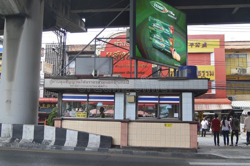 Trafikljus för kontroll för polisask i Bangkapi Thailand arkivfoto