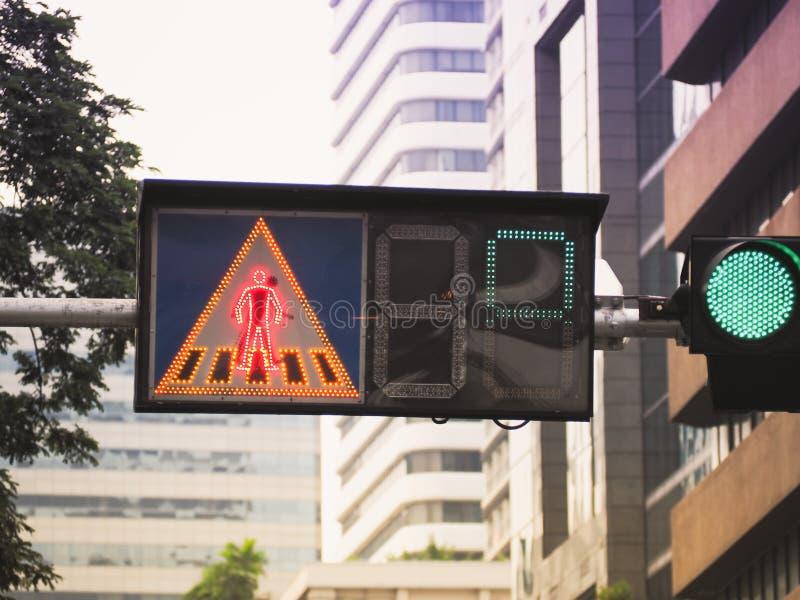 Trafikljus med övergångsställetecknet fotografering för bildbyråer