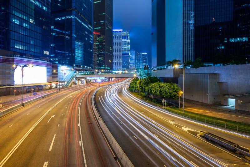 Trafikljusslingor på natten i Shenzhen royaltyfri bild