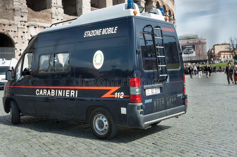 Trafikpolisbil i gata av Rome fotografering för bildbyråer