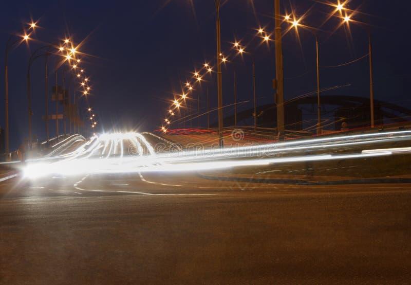 Trafikrörelse på bron royaltyfri bild