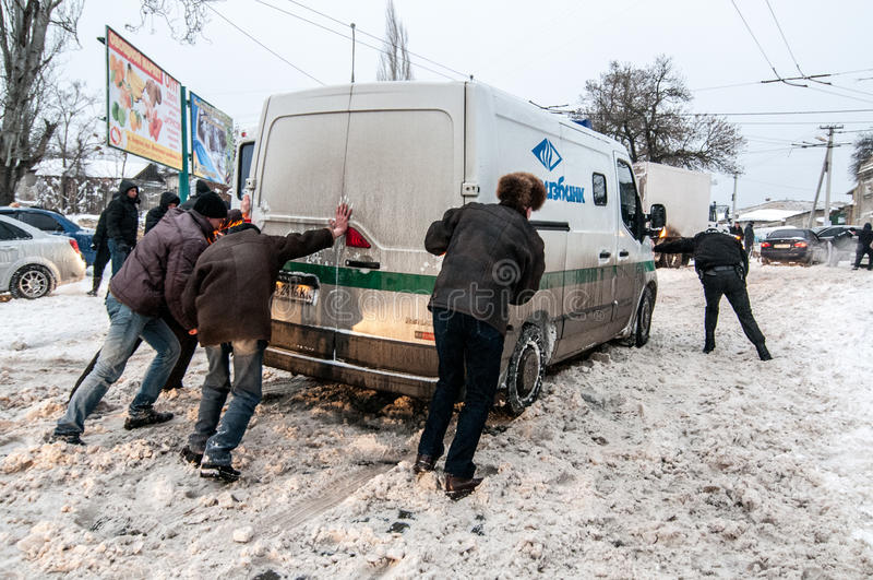 Trafikstockning i vinter royaltyfria foton